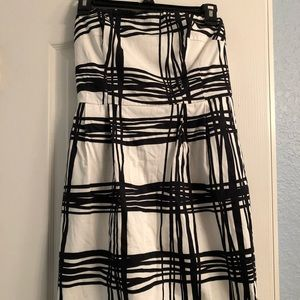 Express black/white strapless dress with pockets!